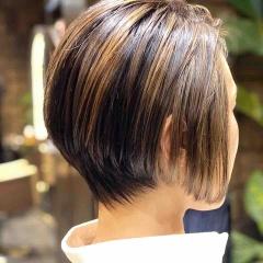 お客さまのヘアスタイル「ハイライトがアクセントのショートグラデーション」