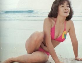 柏原芳恵の10代ピチピチ水着写真がババアすぎるわ!
