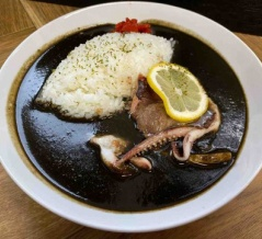 【カスタムスナックバー】今池(福岡)〜北九州を代表する人気ハンバーガー店はカレーも評判。黒崎インター引野口近くで味わう