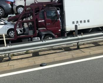 【加古川バイパス事故】大型トラック2台の間に挟まれた軽自動車の3人が死亡 現場がとんでもないことに(画像あり)