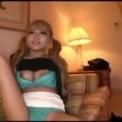 黒タイツミニスカ美脚黒ギャル「丸山れおな」ドスケベ美女がパンチラ!ソファーで着衣のまま巨乳おっぱいをポロリして股を全開に開く