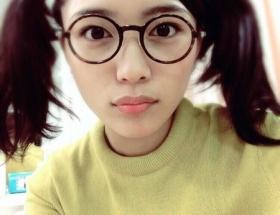 川口春奈、ツインテール×丸メガネで「あられちゃんになってみた」