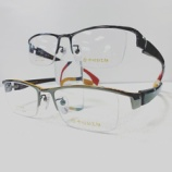 『中村勘三郎、カーボン素材を使ったオシャレなメガネ』の画像