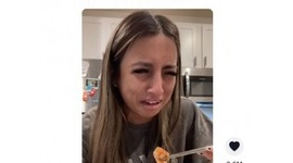 【米国】「お魚さん、ごめんなさい…」 泣きながらサーモンを食べたヴィーガン女性