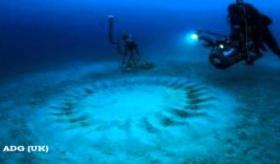 【日本の生物】    鹿児島県・奄美大島の海底の「謎のミステリーサークル」が、フグの産卵の場所と判明。   海外の反応