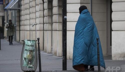 ホームレスが空港から4千万円を持ち去る事件がフランスで発生、犯人を応援する声が続出【海外の反応】