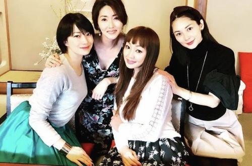 【悲報】菅野美穂、クソみたいなメンバーのママ友会に入ってたのサムネイル画像