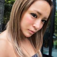 浜崎あゆみ、こんがり日焼け肌写真に「豚の丸焼き」「なんか階段急すぎでおかしくね」の声