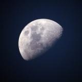 月ってなぜ地球に裏側を見せないように回ってるのか