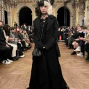 「ヨウジ ヤマモト」のパリコレショーに益若つばさが来場 「自分が一番かっこ良くいられる服」