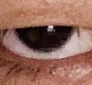 【悲報】ワイ、三白眼のせいで写真は毎回、犯罪者みたくなる模様