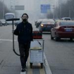 【中国】北京の汚染空気を電気掃除機で100日間集めたら「レンガ」ができちゃった! [海外]