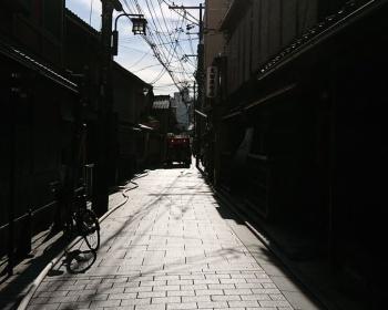 【火災速報】京都市・祇園の飲食店で火事 現場は煙だらけでやばい(動画・画像あり)
