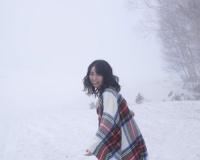 大原優乃、雪山で大胆披露!2nd写真集が発売即重版