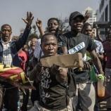 『ジンバブエ選挙で現職大統領が勝利。与党支持者と野党支持者はそれぞれ何を求めているのか。』の画像
