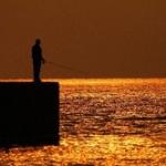 【兵庫】流された中学生を釣り糸で引き上げて救助 神戸市の海岸