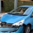 【動画】アクアを運転する女さん、一時停止無視でトラックにぶつけるもバンパー引きずりながら平然と逃走してしまうwwwwww