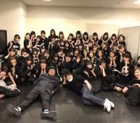 【乃木坂46】日村さんと記念写真!!西野七瀬の目線がww