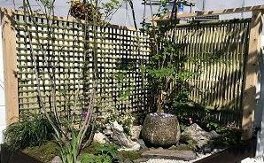軽トラと庭園を合わせると…