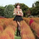 『【留美子讃歌 62】コキア畑をウォーキングする留美子さん』の画像