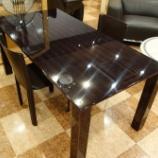 『瀬戸山家具の黒檀ミガキ仕様のダイニングテーブルにFrag社のマルビナサイドチェアをセット』の画像