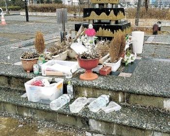 イジメで自殺した仙台市立館中学校1年生の献花場所の公園にある冥福を祈る手紙が入ったケース、破壊される・・・過去にも複数被害・・・(画像あり)