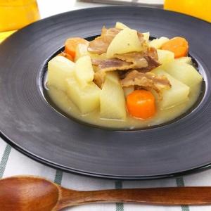豚の脂で出汁いらず!カリカリ豚と根菜の味噌煮
