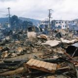 【画像】阪神大震災で崩壊したビルの前、ぼう然と立ち尽くす「安田大サーカス」団長・・・!!!