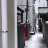 『秋葉原駅前のビルに囲まれ隠れた神社!花房稲荷神社』の画像