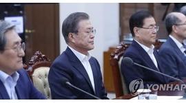 【韓国】たまねぎ法相辞職で固い表情の文在寅