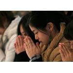 【画像】創価学会総本部の受付嬢と職員がぐうかわだと巷で話題に!!