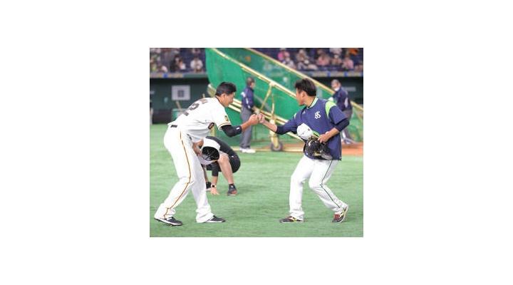 【画像】トレードした巨人・廣岡とヤクルト・田口がまるでスラムダンクの最終回w