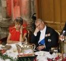 【画像】バッキンガム宮殿の晩餐会での習近平の挨拶を傍らで聞くアンドリュー王子の態度が酷杉ww