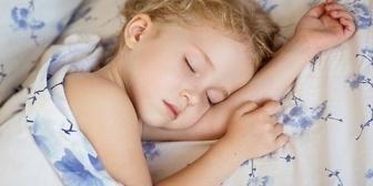 2歳8ヶ月の娘が最近昼寝しない日がチラホラ出てきた。友達のとこの3歳児はまだ昼寝してると聞くと、うちだけ異常なのかと心配になる…