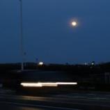『きょうの月と、ついでに江の島と。』の画像
