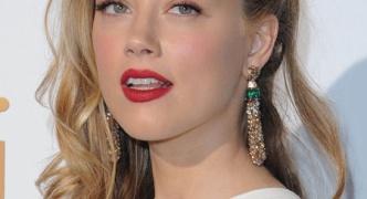 最近の若い女ってやたら真っ赤な口紅つけてるけどさ、あれ流行ってるの?