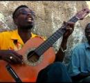 【朗報】黒人さん、弦一本のギターでうっかり曲を作ってしまう