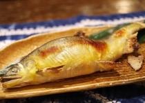 川魚の塩焼きって割とマジで無限に食えるよな
