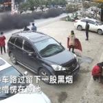 【動画】中国車ヤバい!黒煙を吐き爆走する車に住民唖然!ネット「石炭車かよ」