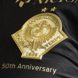 『[東京V] 黒地に金!! 50周年記念ユニフォームがカッコイイと話題!! 現行エンブレム最後の記念ユニフォーム』の画像