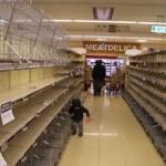 【悲報】マスコミ、新潟中越地震、広島土砂災害に続き、鬼怒川決壊取材でもコンビニの食料を買い占め