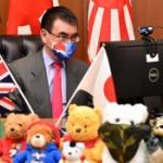 【画像】日英防衛大臣電話会談に臨む河野大臣の「日の丸マスク」が超カッコいい~!