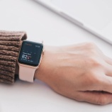 『【朗報】アップルウォッチが老若男女に爆売れ中!アフターコロナ後も健康志向で売れ続ける世界最高の時計に』の画像