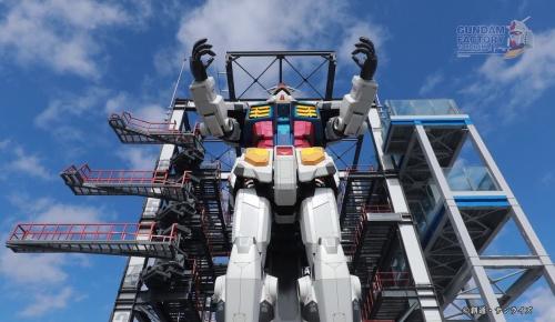 横浜の動く等身大ガンダムを初公開(スペイン語圏の反応)