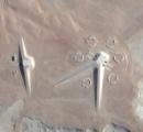 エジプトの砂漠に謎の構造体が現れる