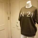 『N°21(ヌメロ ヴェントゥーノ)半袖ロゴトレーナー』の画像