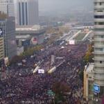 韓国で10万人が集まる大規模なデモがやばすぎwww朴槿恵終わっただろwww
