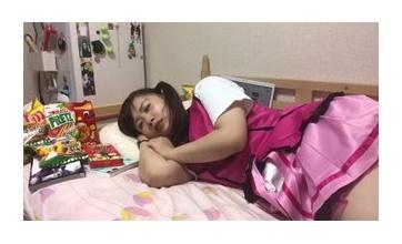 【悲報】引きニートの女の子のベッドから出ないで過ごす一日wwwwwwwwワイやんけ!w