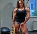 【画像】デッドリフトで240kg持ち上げるロシア人女性が強そうで勝てる気がしない