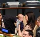 【会議室でおむつ替え】NZ首相、国連の会合に生後3か月の娘同伴 日本代表団、おむつ替えに仰天?